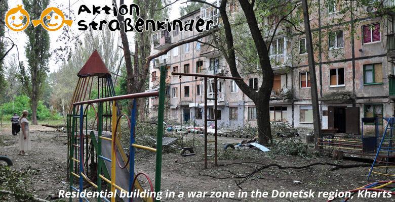Wohnhaus-in-einem-Kriegsgebiet-in-der-Region-Donezk-mU